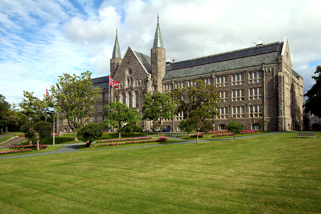 "NTNU. <p style=""font-size: 0.9rem;font-style: italic;""><a href=""http://www.flickr.com/photos/87309452@N03/8008612867"">""Hovedbygningen_20juli_2007_017""</a><span>by <a href=""http://www.flickr.com/photos/87309452@N03"">Trondheim 